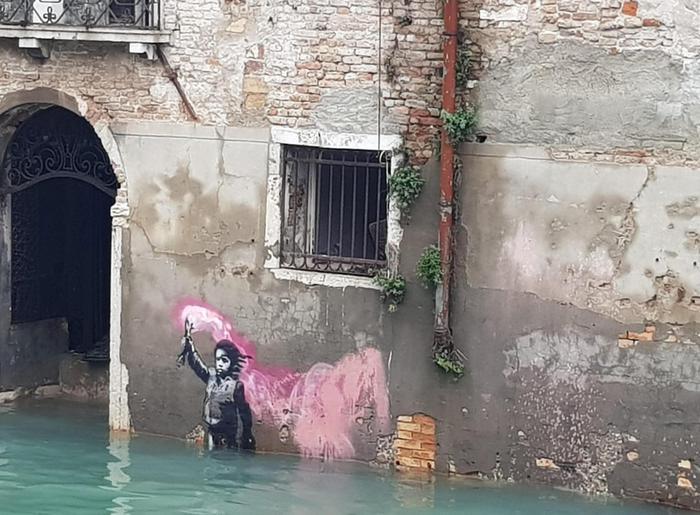 Venezia: sott'acqua anche opera Banksy