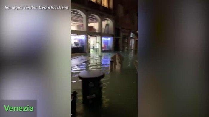 Maltempo a Venezia, Pellestrina e Chioggia: le immagini dai social - Italia - Agenzia ANSA