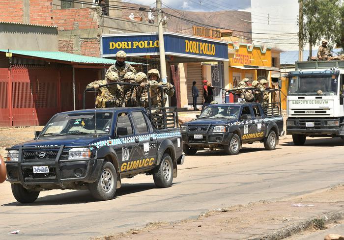 Bolivia, Usa:via famiglie dei dipendenti