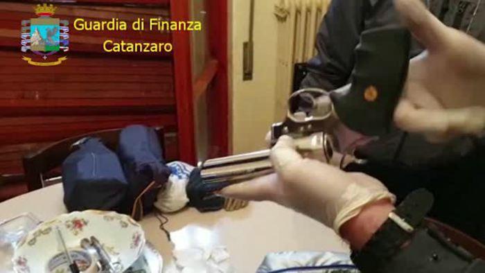 Lamezia Terme: materiale esplodente sequestrato, trovate anche 7 pistole - Italia - Agenzia ANSA
