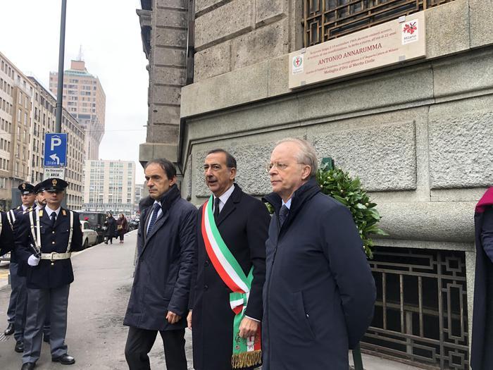 A Milano targa per Annarumma - Ultima Ora - Agenzia ANSA