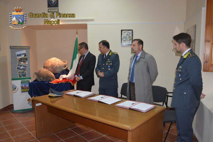 Anfore rubate consegnate a Parco Pompei - Agenzia ANSA