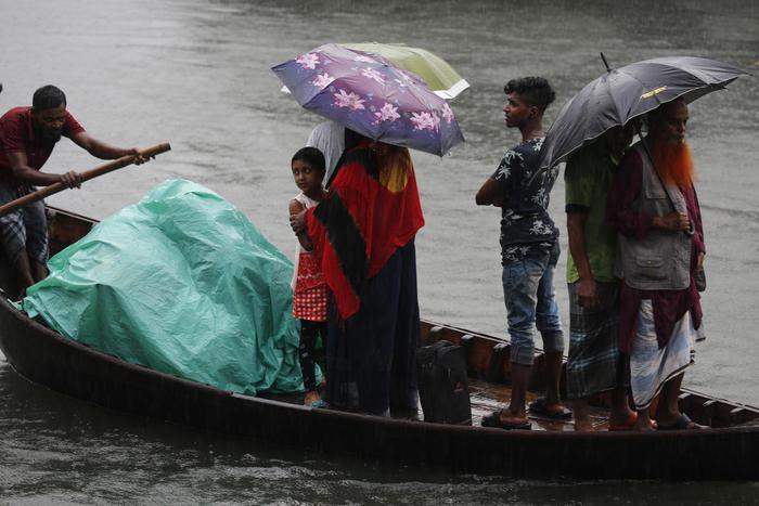 Ciclone in Bangladesh, 100 mila evacuati