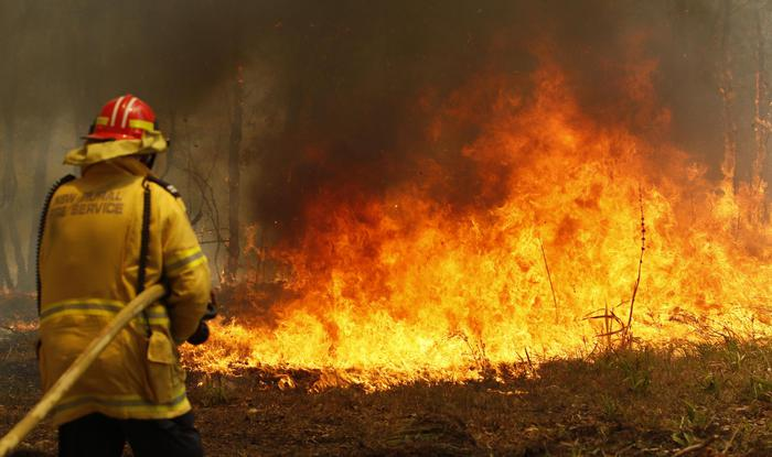 Australia: 3 morti, 30 feriti in incendi