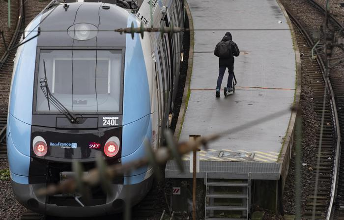 Francia: weekend nero per trasporti