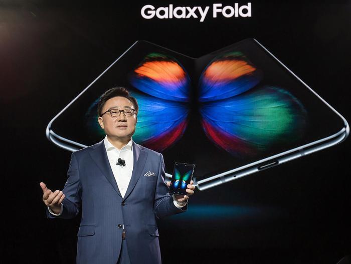 Samsung, arriva Galaxy Fold pieghevole