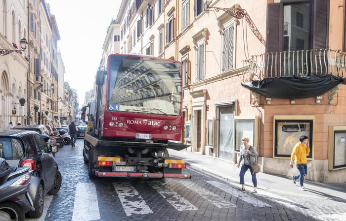 Bus In Fiamme In Centro Roma
