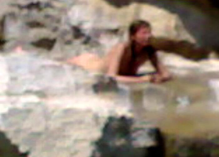Turista si tuffa nuda in fontana Milano - Lombardia