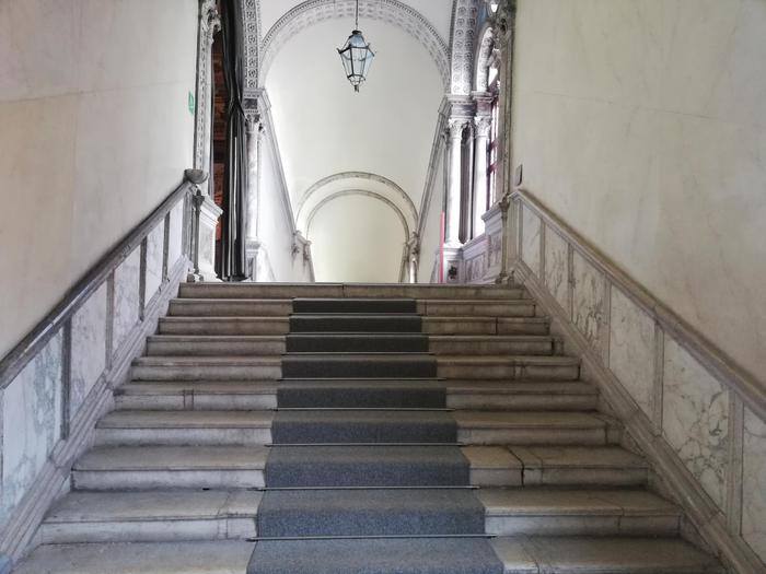 Venezia,restauro scala Scuola S.Giovanni - Arte