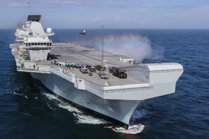 Gb: La portaerei Queen Elizabeth in porto, 'fa acqua' - Mondo - ANSA