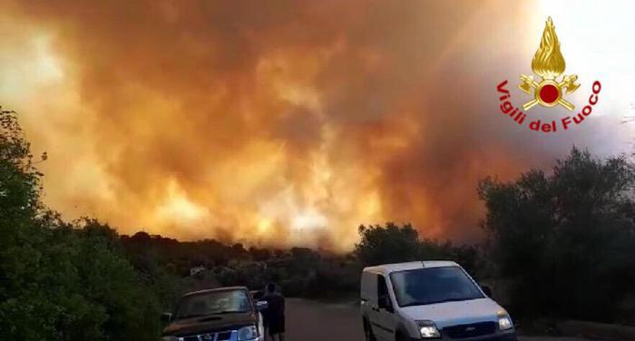 Incendio Avellino, ora è sotto controllo