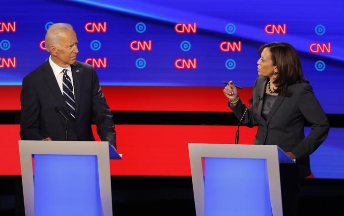 Usa 2020: Biden attaccato da tutti, duello con Harris