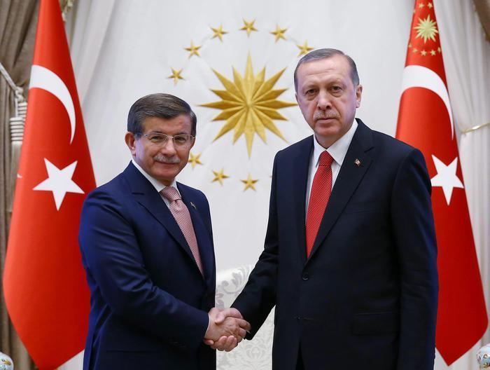 Turchia: Davutoglu lascia l'Akp