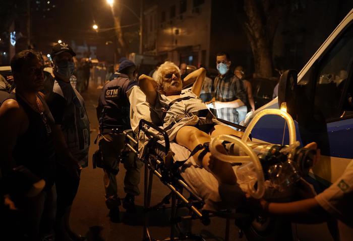 Brasile: incendio ospedale Rio, un morto