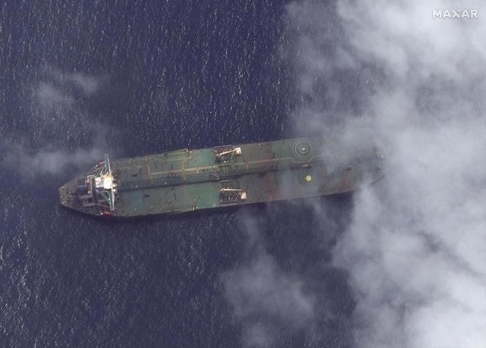 Petroliera Iran in fiamme al largo Gedda