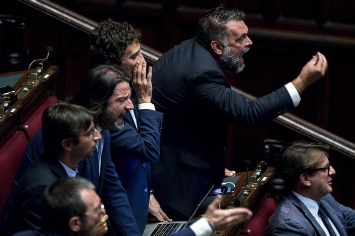 Conte alla Camera per la fiducia al governo, protesta Lega ed FdI. Il ...