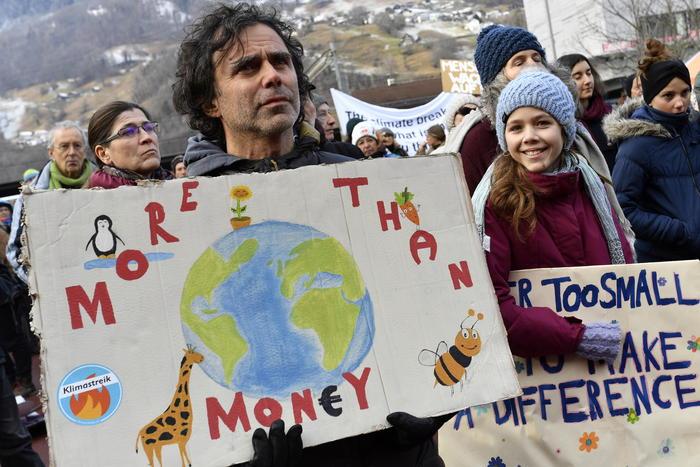 Attivisti climatici marciano verso Davos - Ultima Ora