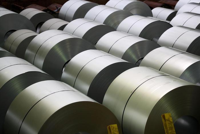 Trump aumenta dazi acciaio e alluminio