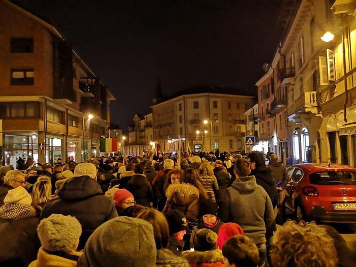 'Qui ebrei', migliaia sfilano a Mondovì