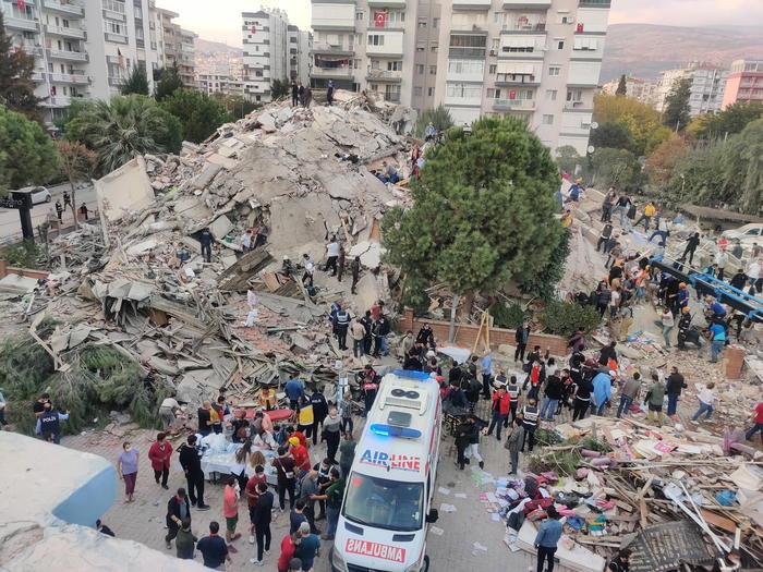 Terremoto tra Grecia e Turchia di magnitudo 7, mini tsunami a Smirne