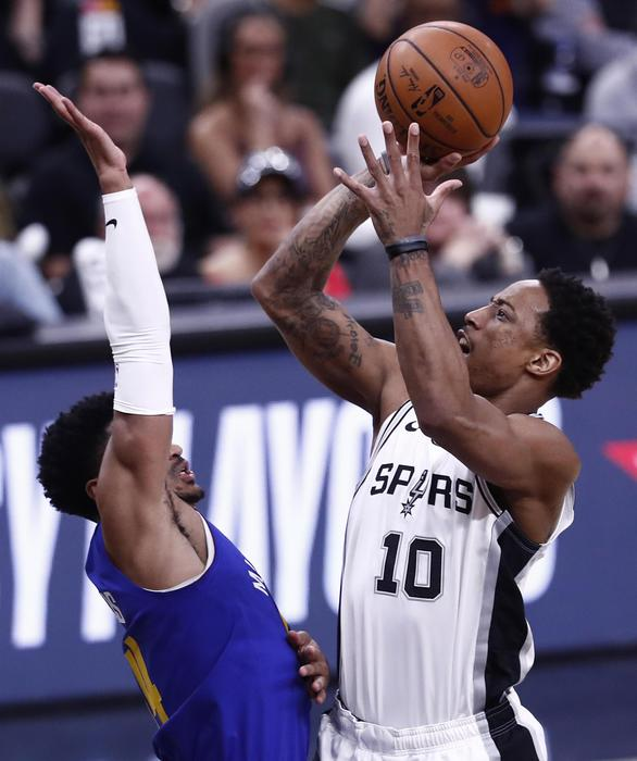 Nba: DeMar DeRozen Al Tiro, San Antonio Spurs Battono