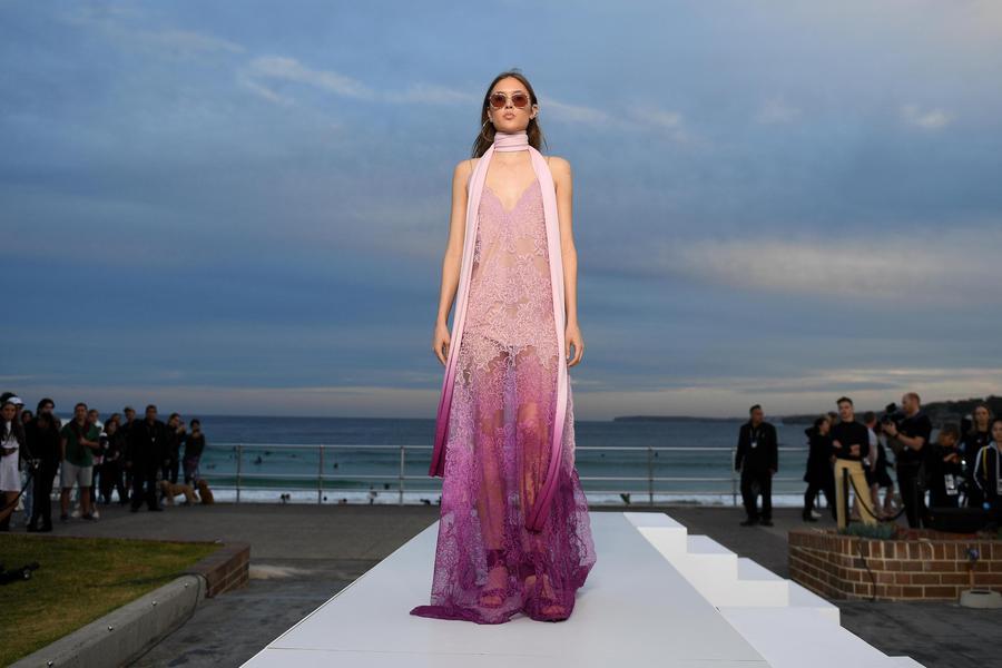 Fashion Week Australia, Una Creazione Di Jonathan Simkhai