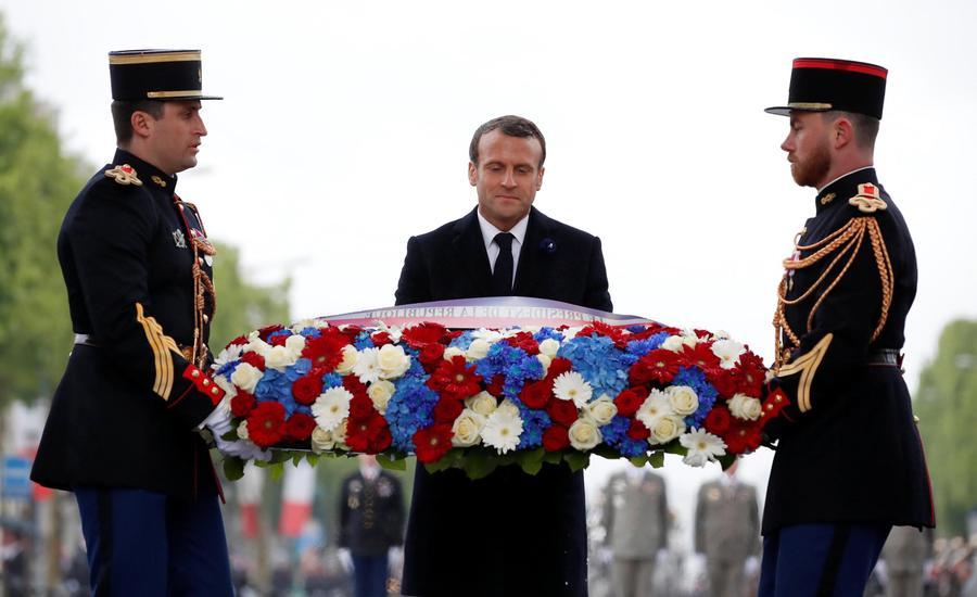 Macron All'Arco Di Trionfo Per La Festa Della Vittoria