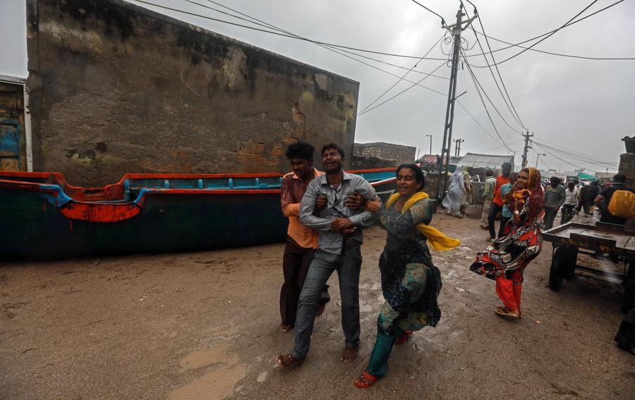 METEO: Ciclone Vayu inverte la rotta: imminente landfall sulla costa dell'India