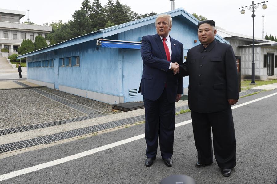 Trump incontra Kim Jong-Un ed entra in Nord Corea