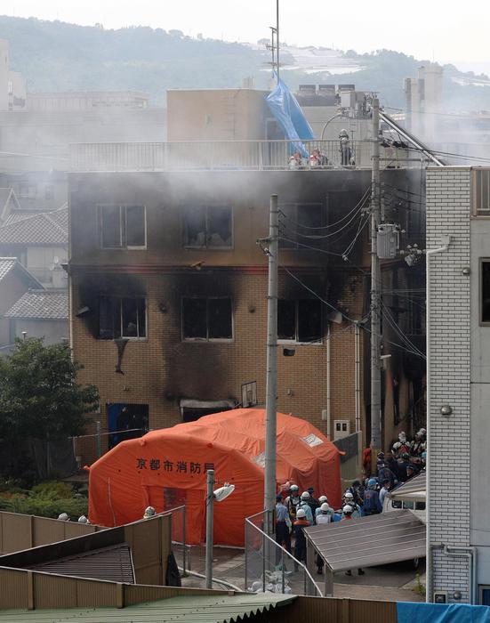 Incendio dentro la Kyoto animation: morti, feriti e dispersi