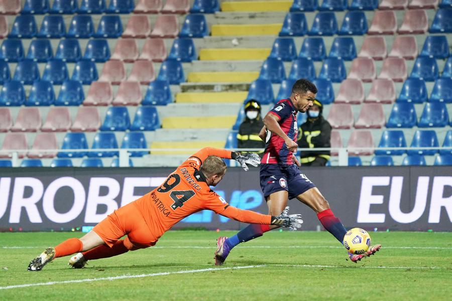 Serie A, Crotone-Spezia 4-1: prima gioia per Stroppa, doppietta di Messias