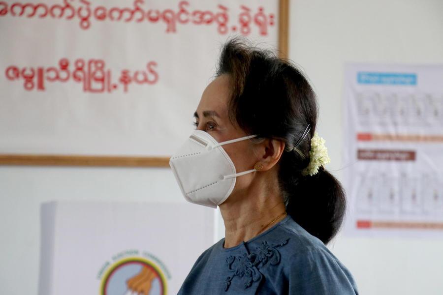 Myanmar, colpo di stato militare: arrestata la presidente San Suu Kyi