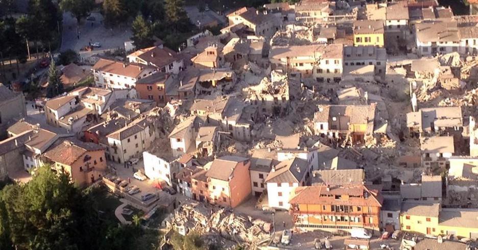Terremoto, foto di Amatrice scattata da bordo dell'eliambulanza (ANSA)