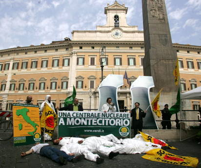 Sandonatopoli verdi e greenpeace protesta anti nucleare for Montecitorio oggi