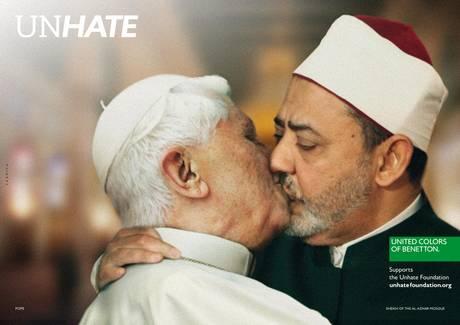 """Empresa italiana volta a atacar Igreja ofendendo o Papa em suposta """"campanha mundial contra cultura do ódio."""""""