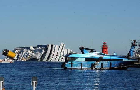 Yacht misterioso a bordo ex ammiraglio russo photostory for Il canotto a bordo degli yacht