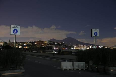Stasera regolare illuminazione a Napoli - Grognards