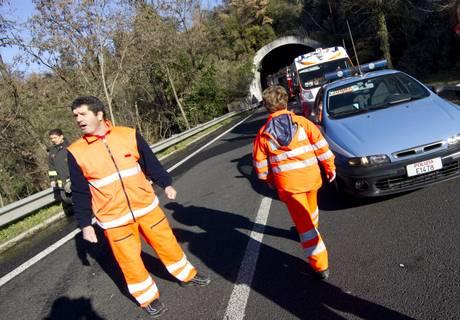 Era in sella a Vespa, travolto da furgone un 77enne
