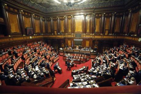 Un bagaglio di notizie vergogna accantonato il taglio for Numero dei parlamentari