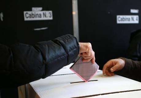 Posta su Facebook schede votate, denunciato