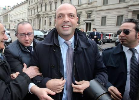 Grognards parlamentari pdl in tribunale milano for Parlamentari pdl