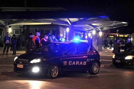 11 migranti iracheni abbandonati da tir in A14 nel Pesarese, 'siamo a Milano?'