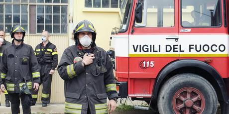 Catania, si ribalta autobotte diretta all'aeroporto: pompiere ferito$