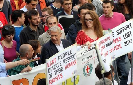 GAY: MILANO; AL CORTEO ANCHE PISAPIA, 'LOTTIAMO INSIEME'