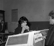 Anna Magnani mentre vota
