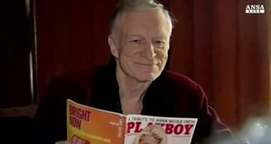 Hugh Hefner vende la Playboy Mansion