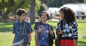 Joshua Rush, Peyton Elizabeth Lee, and Sofia Wylie in Andi Mack (2017) (fonte Imdb)