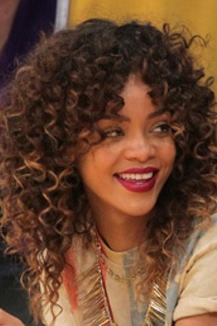 Capelli ricci  : Rihanna new hairstyle curly -instagram-