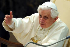 Pope to see Queen, beatify Newman