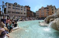 Bagno nella fontana di trevi multati cronaca - Bagno fontana di trevi ...